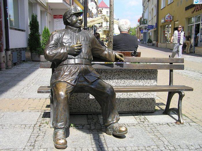 Паметник на Швейк в град Санок, Полша