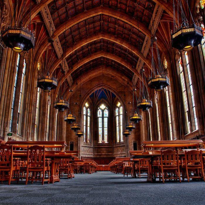 Стаята за четене на библиотеката на Вашингтонския университет в Сиатъл.